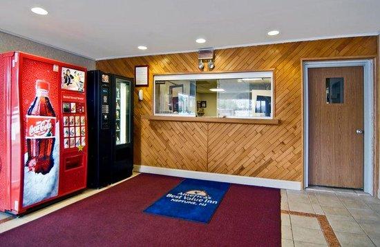 Americas Best Value Inn-Neptune: Lobby