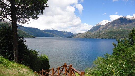 Lago Gutierrez Lodge: Hacia la playa privada