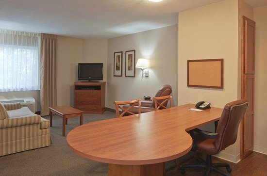 Candlewood Suites Lafayette River Ranch : Deluxe Room