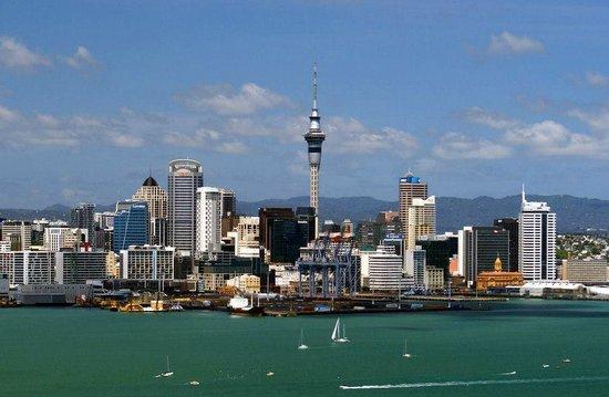 Devonport: Auckland skyline from Mount Victoria