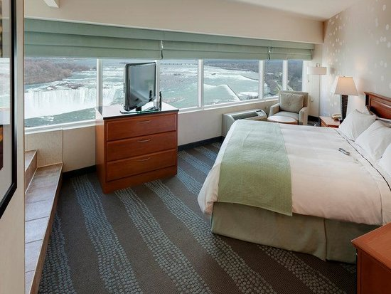 Radisson Hotel & Suites Fallsview: King Whirlpool