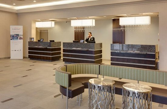 Radisson Hotel & Suites Fallsview: Lobby & Front Desk