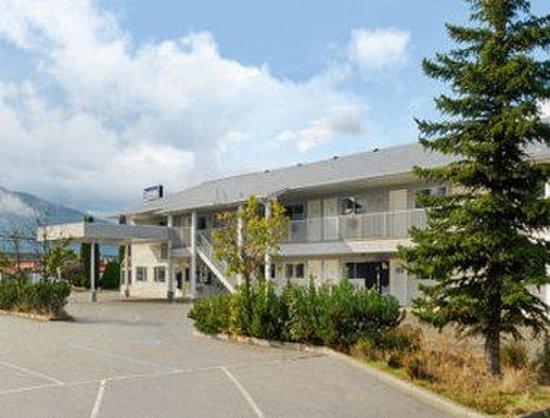 Travelodge Salmon Arm BC: Welcome to the Travelodge Salmon Arm