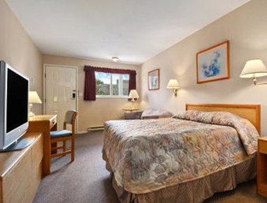 Travelodge Salmon Arm BC: Guest Room