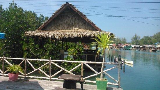Baan Rim Nam : Main deck
