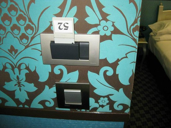 Hotel Design Sorbonne : You had to put the key card in there for the lights to stay on. Also leave at desk whenever you