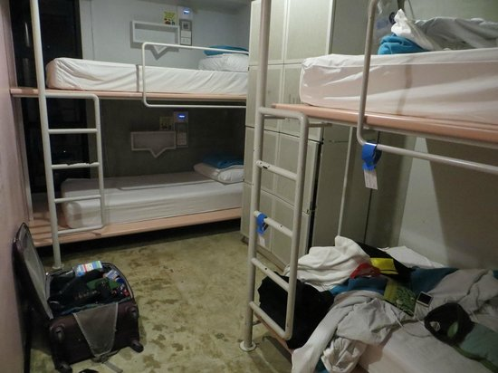 Lub d Bangkok - Siam Square: Dorms were clean and include lockers.