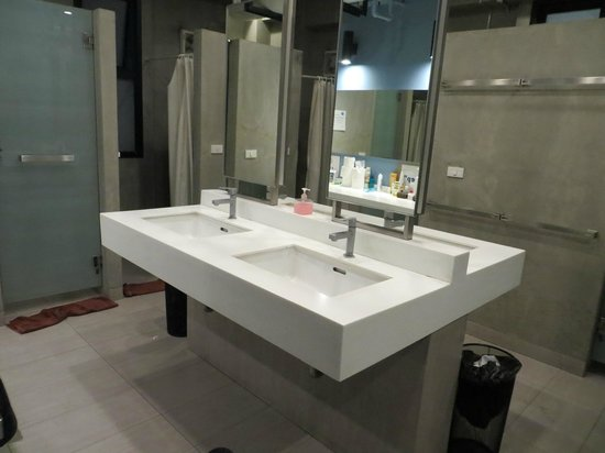 Lub d Bangkok - Siam Square: Common bathrooms were spacious and well-maintained