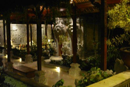 The Royal Pita Maha: lobby area