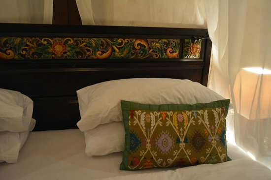 The Royal Pita Maha: your king size bed  head board atristic detail