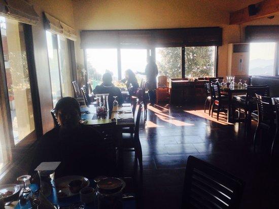 Club Mahindra Kanatal: Dining Hall