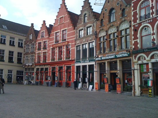 La Civiere D'Or : Vista de la plaza