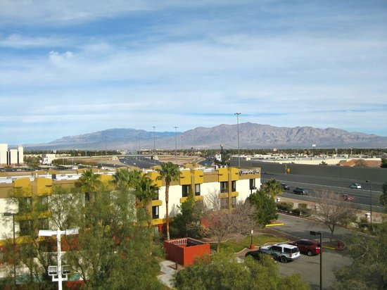 La Quinta Inn & Suites Las Vegas Summerlin Tech: View north from 5th floor