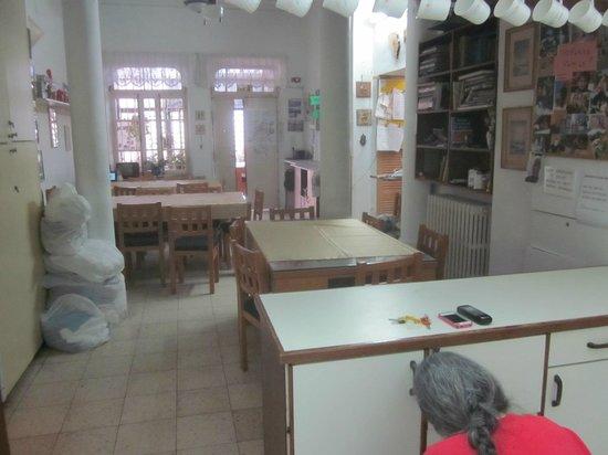 Allenby Bed & Breakfast: 朝食会場兼、共用キッチン
