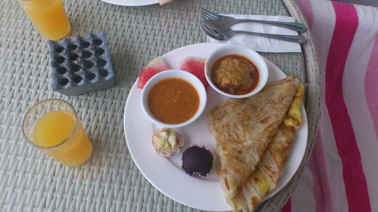 Langkawi Chantique Resort: Breakfast - chicken curry with roti