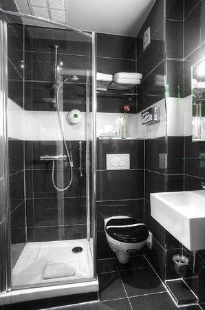 GOLDEN HOTEL PARIS : Bathroom