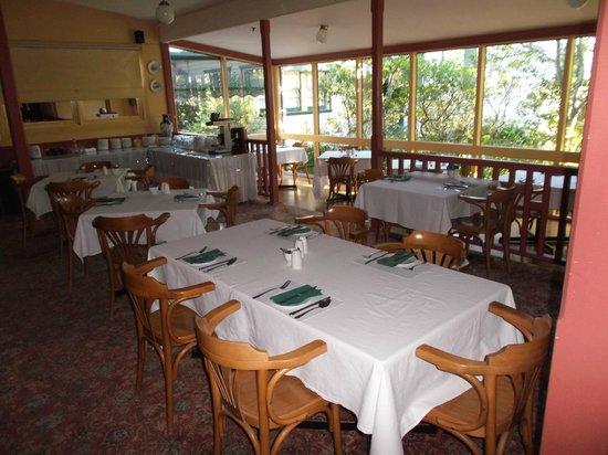 Leura House : Part of Breakfast Room - more tables in veranda