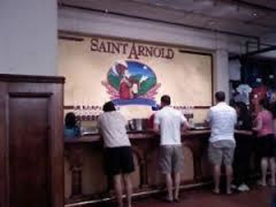 Saint Arnold Brewing Company : Guests waiting for their next pour