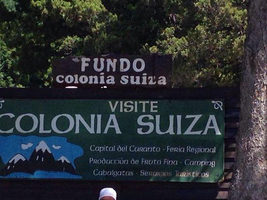 Restaurante Fundo Colonia Suiza: Cartel frente al restaurant!!!