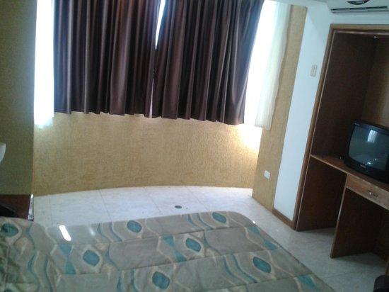 Hotel Miramar Suites: habitacion