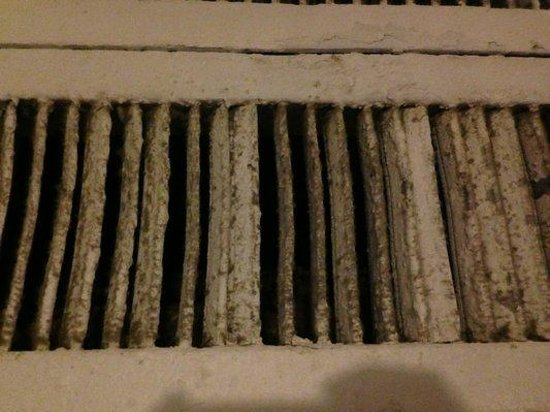 Hotel Pierre: The vents are nasty and a bit sketchy