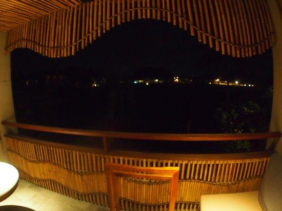 Alaya Resort Ubud: バルコニーからの夜景