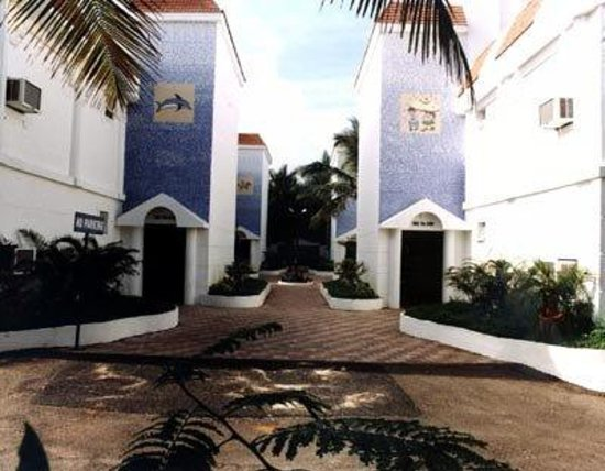 Shelter Beach Resort: Exterior view