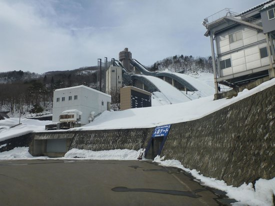 Hakuba Jump Arena: Walking towards the entrance tunnel from the car park