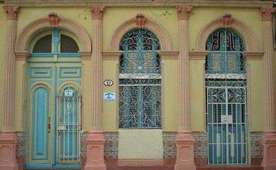 Cafe Arcangel: Casa Mary y Miguel right next door