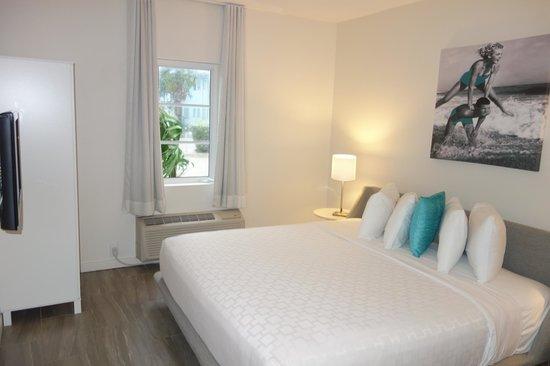 The Aqua Hotel: Спальня