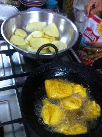 Sushma's Cooking Classes: potato pakora, yami :)
