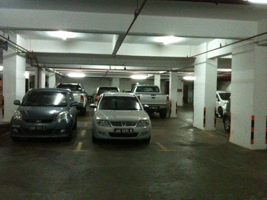 LA Hotel: Inside basement parking