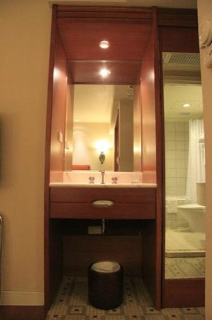 Hualien Charming City Hotel: 浴室ユニット以外にも部屋に洗面台がありました。