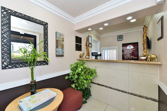 Americas Best Value Inn & Suites - San Francisco Airport: Lobby