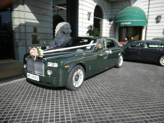 The Peninsula Hong Kong : Rolls Royces being prepared for a wedding