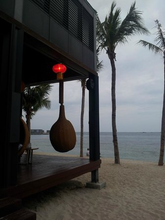 InterContinental Sanya Resort: beach side bar