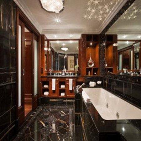 Breidenbacher Hof, a Capella Hotel: Presidential Suite Bath No Robe SCALED