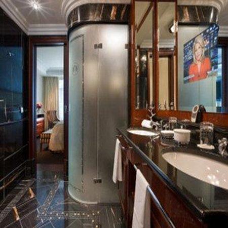 Breidenbacher Hof, a Capella Hotel: Presidential Suite Bath SCALED