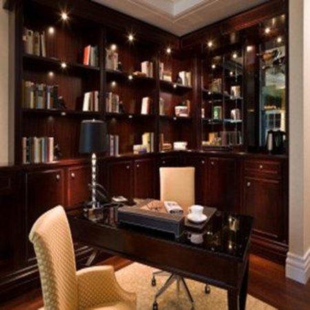 Breidenbacher Hof, a Capella Hotel: Capella Room Desk SCALED