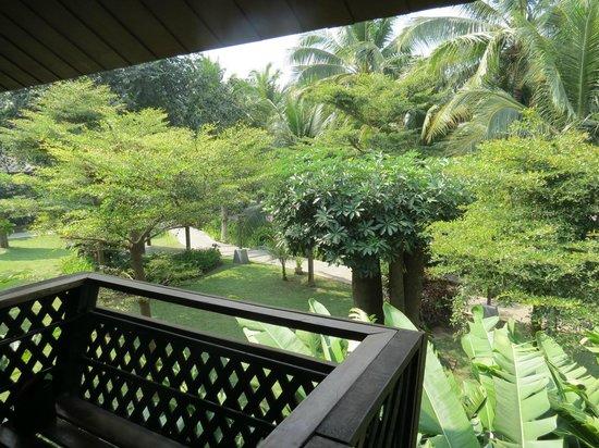 Royal River Kwai Resort & Spa : vue du balcon sur jardin