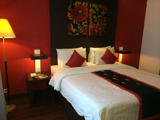 Memoire d' Angkor Boutique Hotel: Suite 316 king bed.