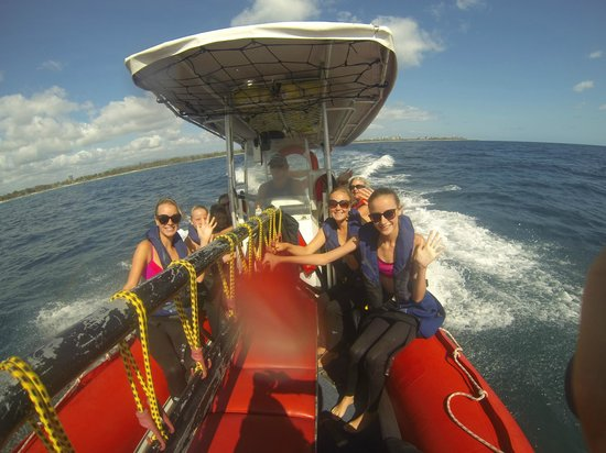 Watersports Guru : Heading out to Cook Island to go Snorkel with the Turtles