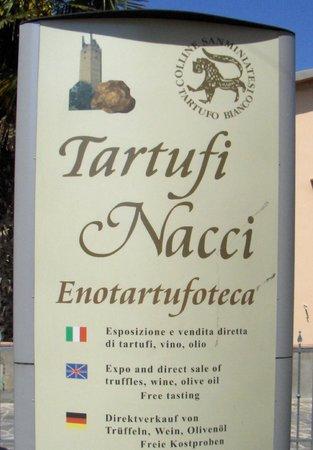 Tartufi Nacci: Insegna negozio Corazzano