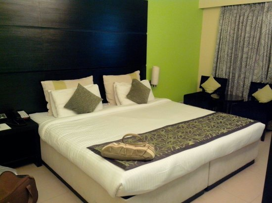 Citrus Hotel Lonavala : The bed.The room is small. Its an okayish place. Not as grand as it looks.