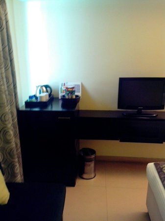 Citrus Hotel Lonavala : The TV corner.