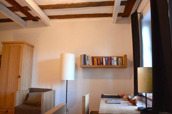 Kloster Hornbach: Gut gefülltes Bücherregal