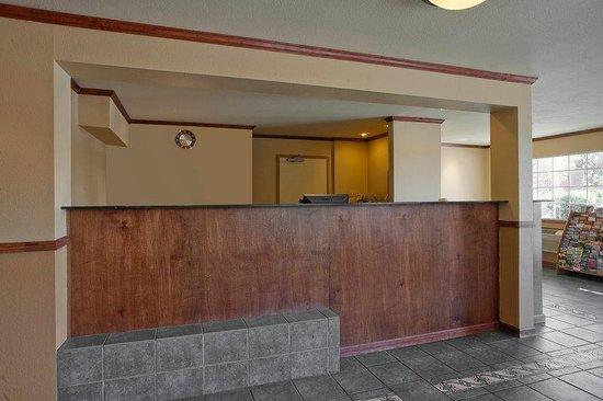 Americas Best Value Inn & Suites Petaluma: Lobby
