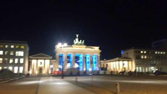 Berlin Kontouren: Brandenburger Tor abends