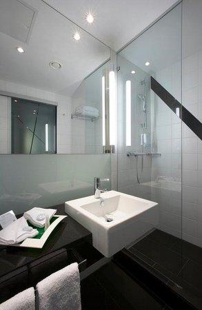 Holiday Inn Zürich Messe: Guest Bathroom