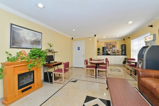 Americas Best Value Inn & Suites-Shenandoah/Conroe: Lobby
